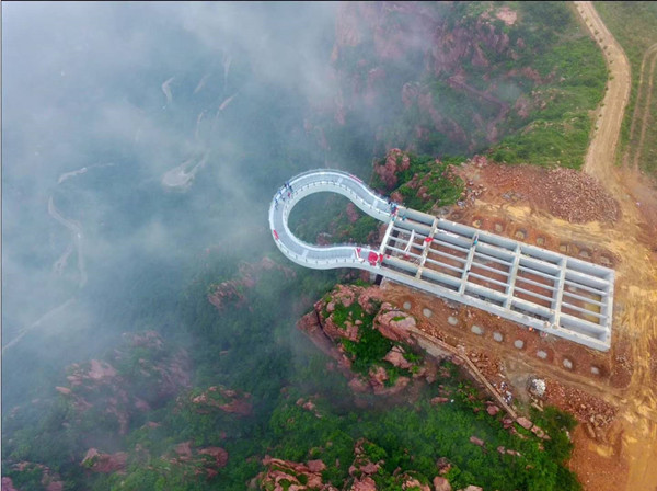 世界最长高空玻璃环廊在郑州伏羲山建成 将于6月16日开放